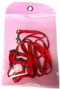 pouch for attaching leash to kennel